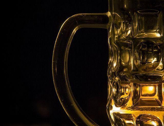 ¿Sabías que el vino y la cerveza fortalecen los huesos?